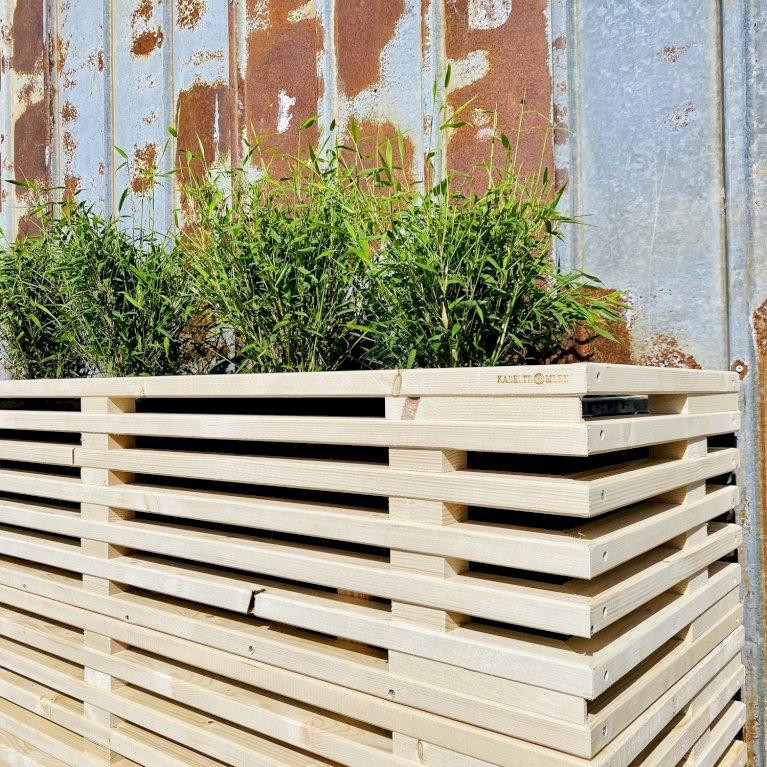 Høj plantekasse af nye traller